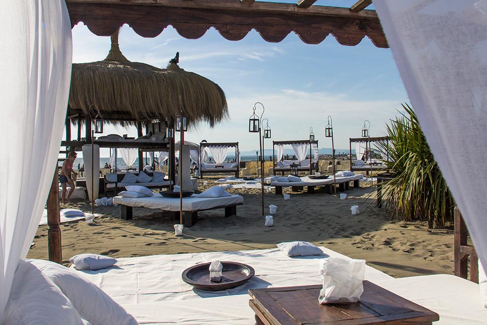 Matrimonio In Spiaggia Roma : Matrimonio sulla spiaggia a fregene singita miracle beach